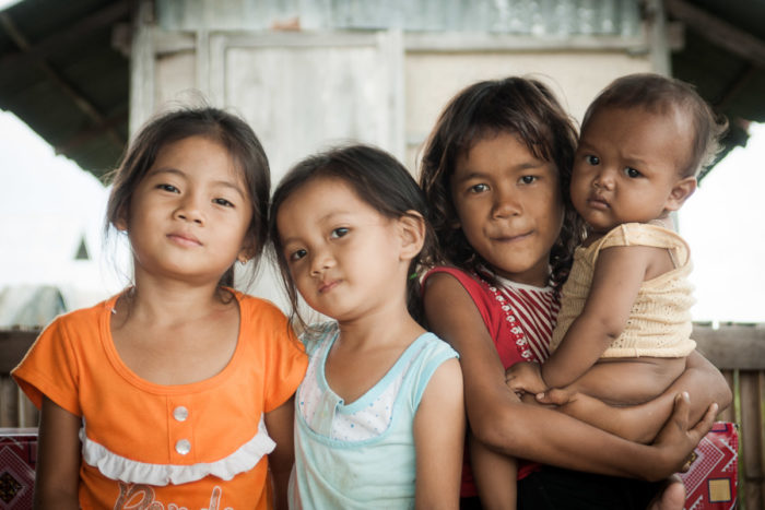 Portraits of tree girls and one baby on Don khon Island in Laos taken by Milie Del