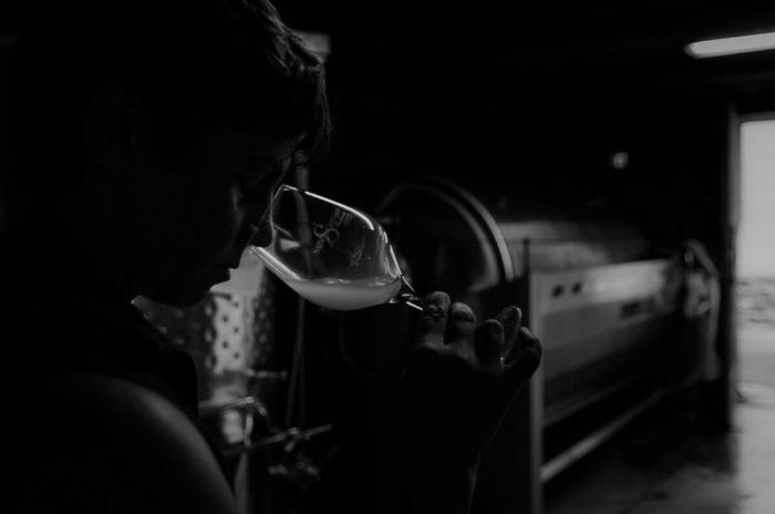 Amelie Czerwenka wine tasting at domaine La Lauzeta