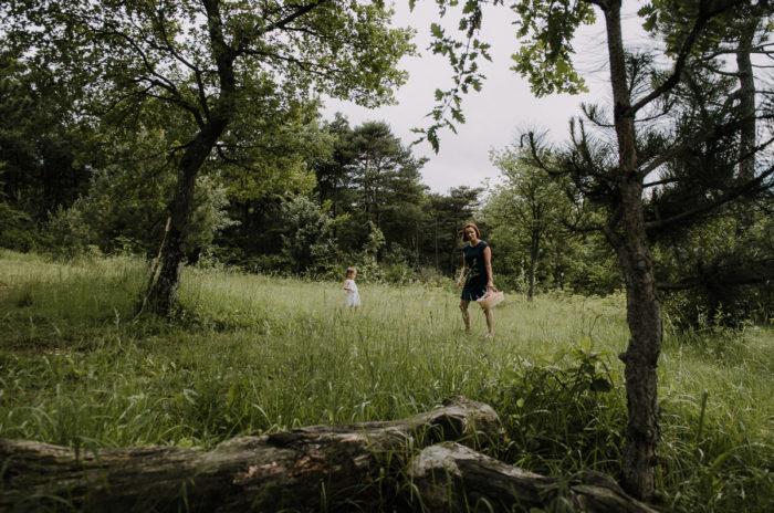 Photo Mère et fille dans la nature dans la Drôme