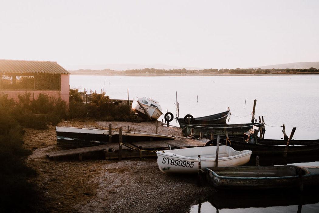 barque pêcheurs coucher soleil maison rose vert