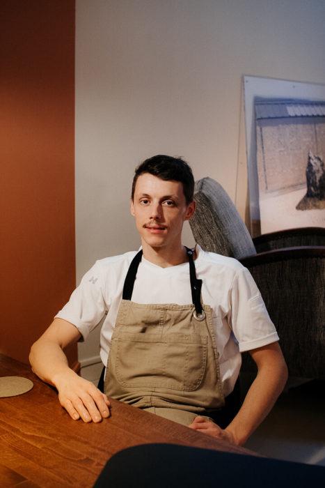Le Chef Laurent Cherchi dans son restaurant Reflet d'Obione photographié par Milie Del
