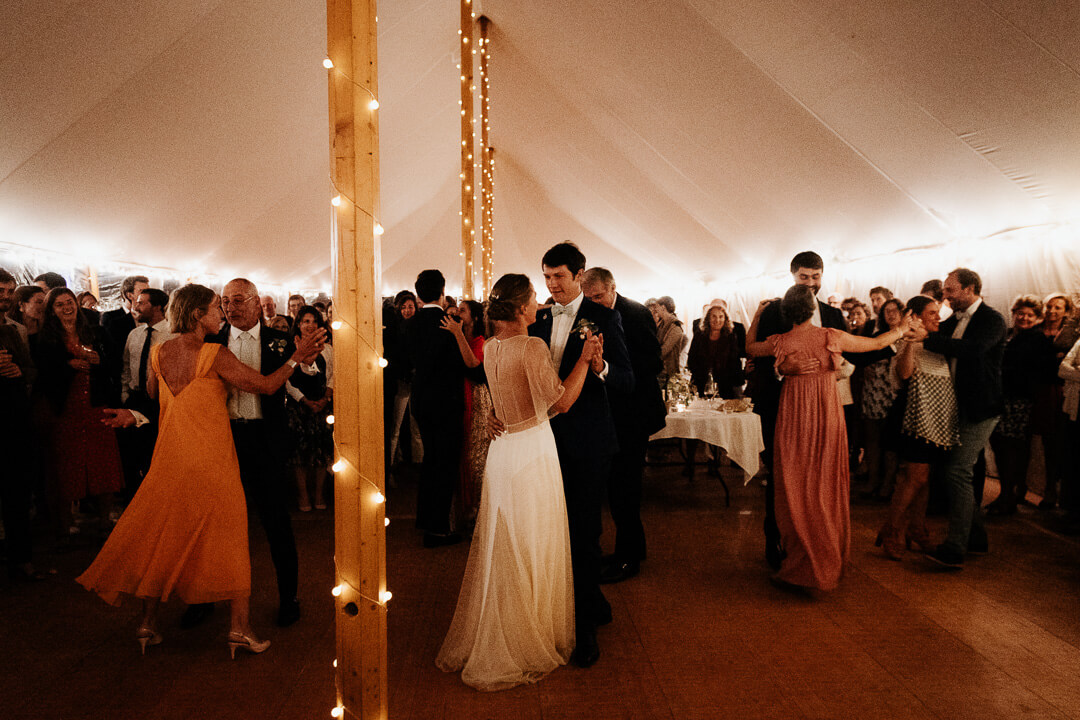 dancing night beautiful wedding milie del